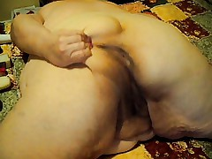 ass wigling and toy on cam