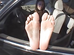 mature lady shows soles n feet